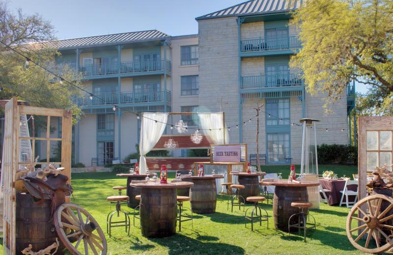 Outdoor dining at Hyatt Regency Hill Country Resort and Spa.