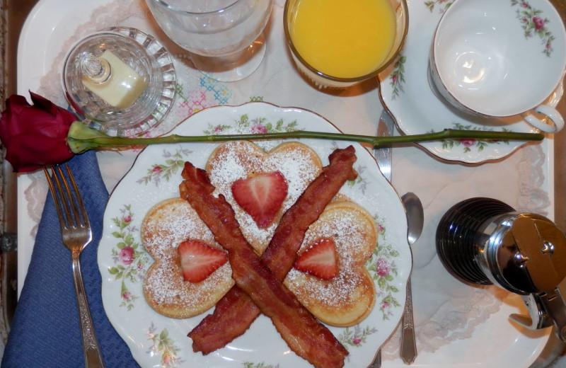 Breakfast at Lockheart Gables Romantic B&B.