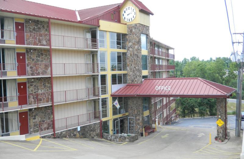 Exterior view of Ozark Mountain Inn.