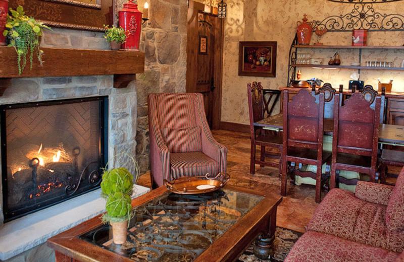 Guest lobby at Gervasi Vineyard.
