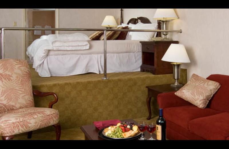 Honeymoon suite at The Georgian Lakeside Resort.