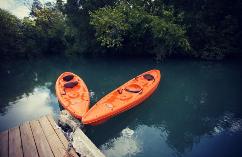 Kayaks at Geronimo Creek Retreat.