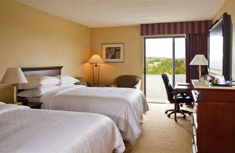 Double guest room at Upsky Long Island Hotel.