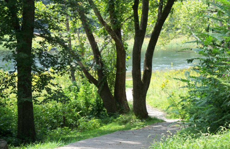 Scenic path at Pointe Royale.