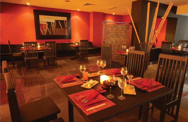 Dining at Grand Oasis Caribbean Resort.