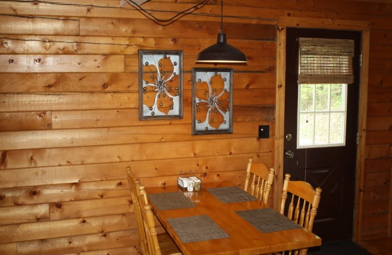 Cabin dining at Arkansas White River Cabins.