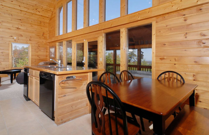 Cabin dining table at Fireside Chalets & Cabin Rentals.