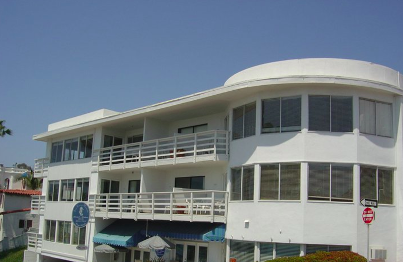 Exterior view of Sea Horse Resort.
