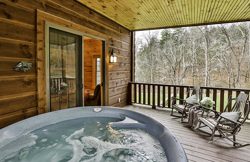 Guest hot tub at House Mountain Inn.