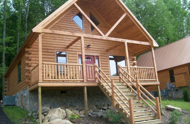 Cabin exterior at White Oak Lodge & Resort.