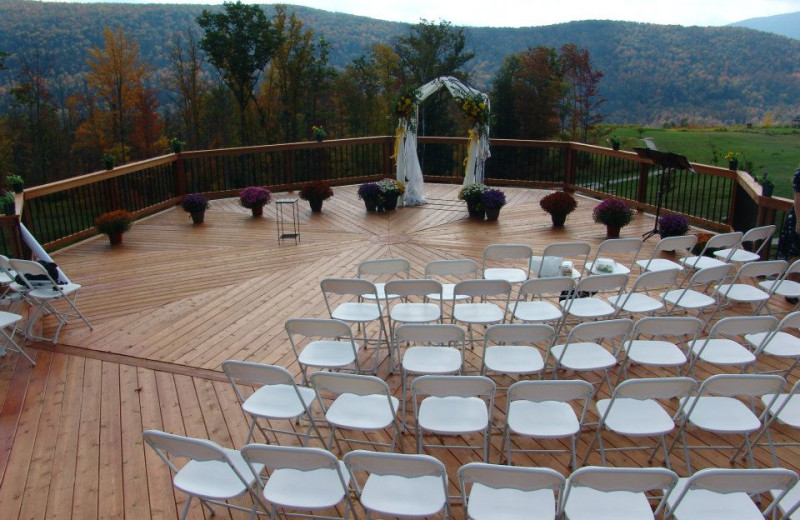 Outdoor wedding at Hanah Mountain Resort & Country Club.