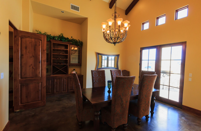 Rental dining room at The Vineyard at Florence.