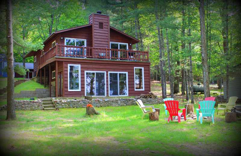 Cabin exterior at Harv's Vacation Rentals.