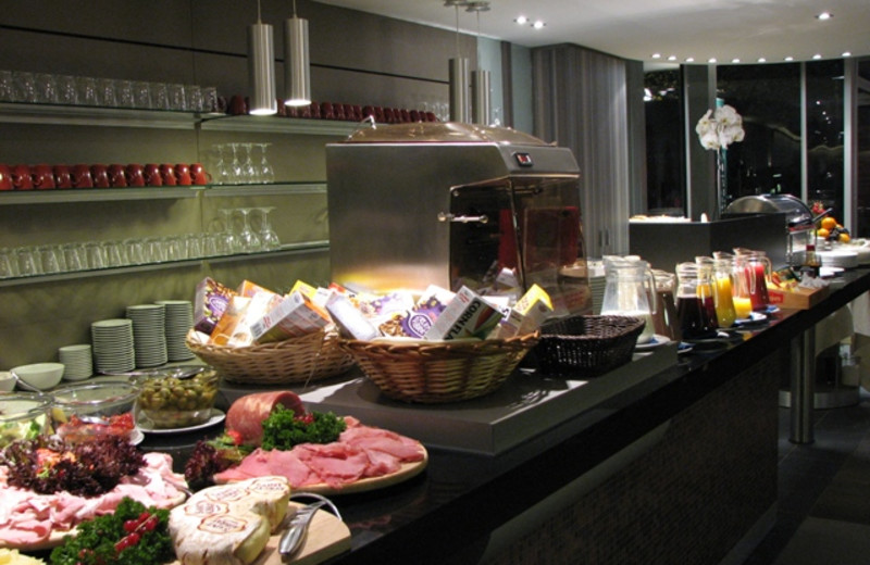 Dining at Alfa De Kayser Hotel.