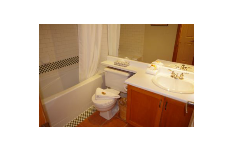 Guest bathroom at Mountain View Accommodation.