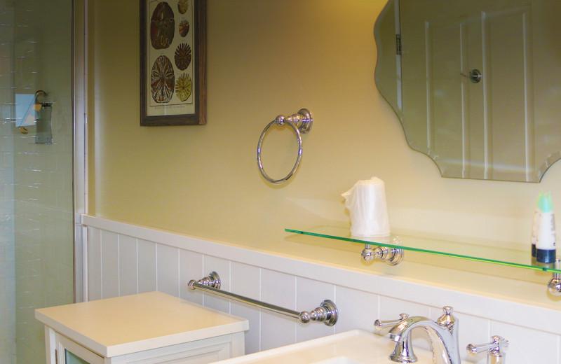 Guest bathroom at The Colonial Inn.