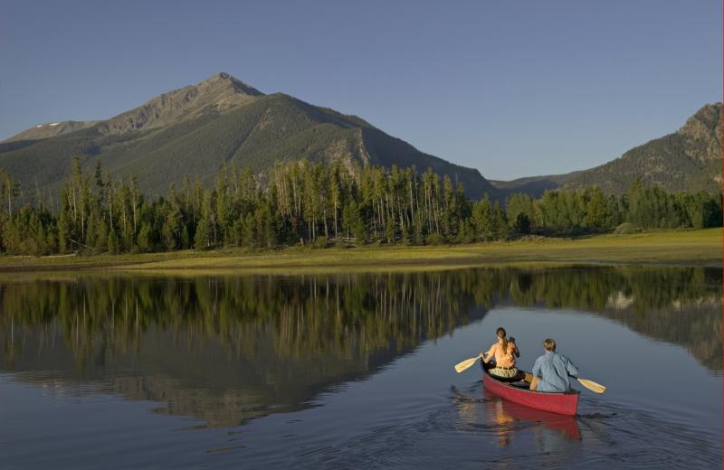 Lake near Sisters Vacation Rentals.
