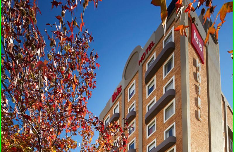 Exterior view of Ibis Hotel Perth.