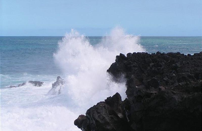 Waves crashing against the rocks at Big Island Vacation Rentals.