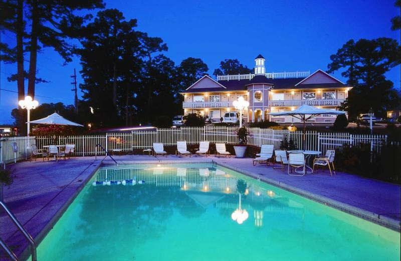 Outdoor pool at Land O Nod Inn.