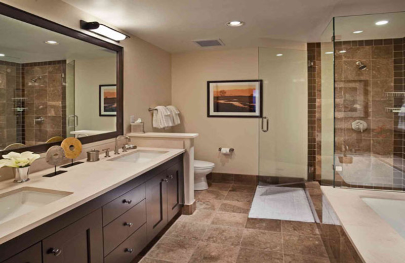 Rental bathroom at Edgemont Condominiums.