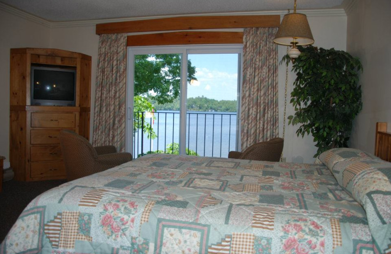 Lakeside accommodations at Shamrock Lodge.