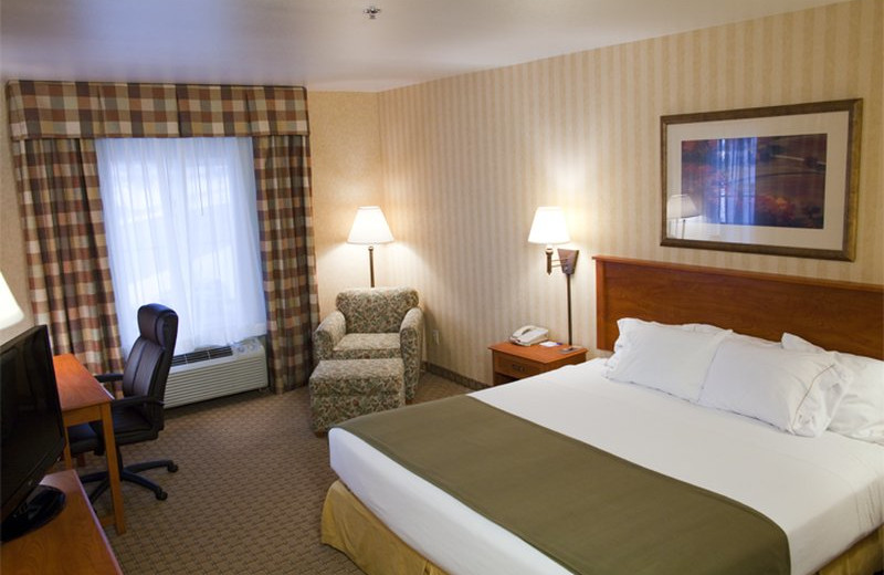 Guest room at Holiday Inn Express Hotel & Suites - Coeur D'Alene.