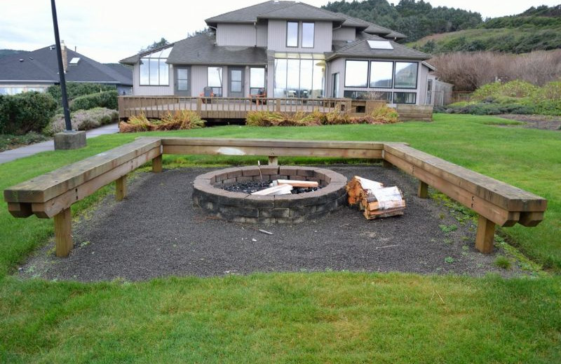 Vacation rental fire pit at Oregon Beach Vacations.