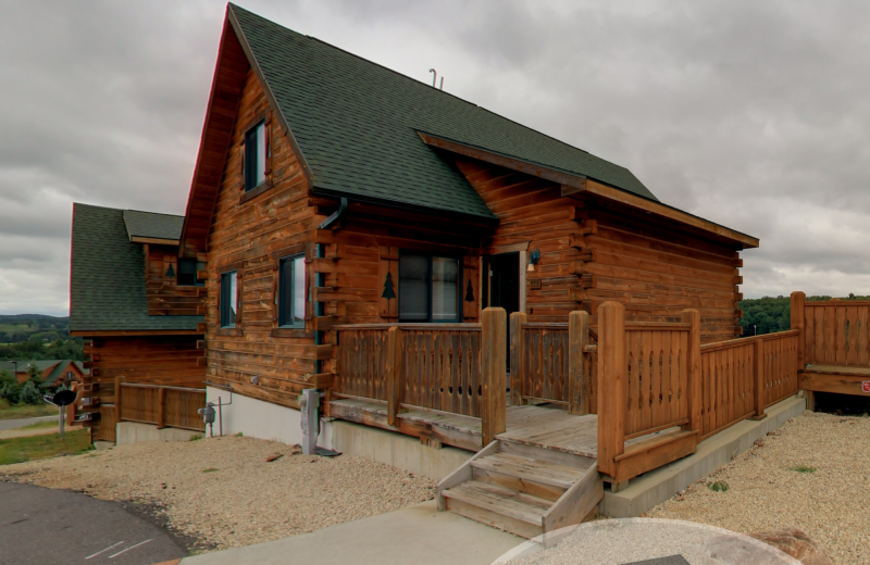 Exterior view of Warrens Lodging.