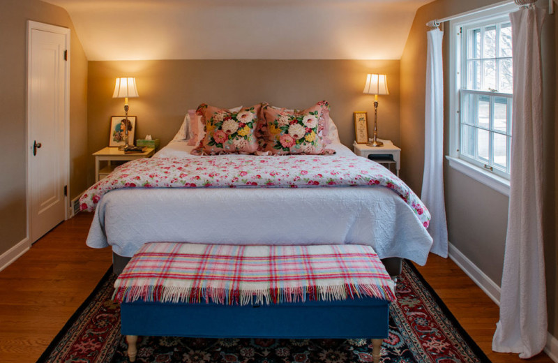 Guest bedroom at White Lace Inn.