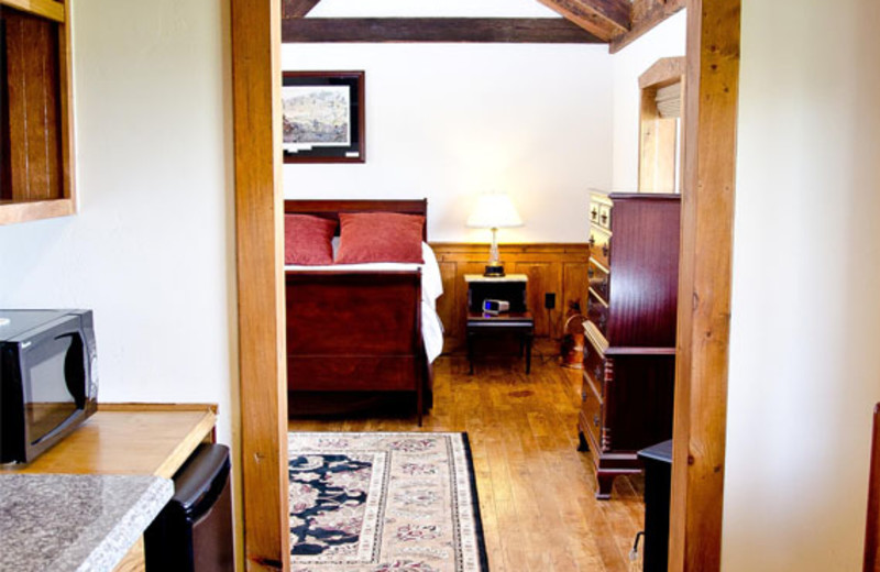 Cabin interior at The Lodges at Gettysburg.