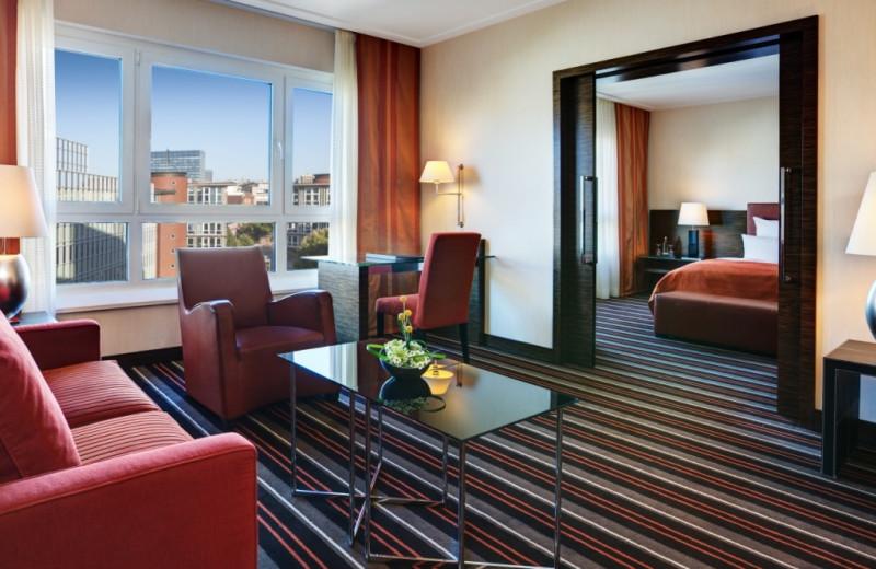 Guest room at Steigenberger Hamburg.