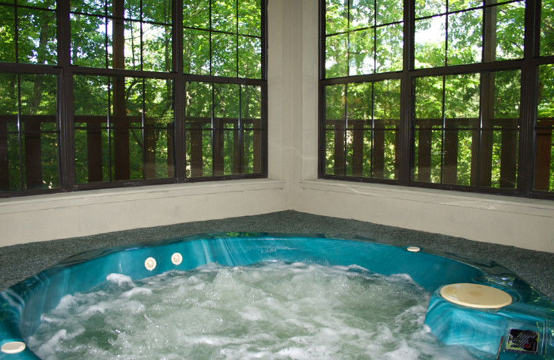 Indoor hot tub at Cobbly Nob Rentals.
