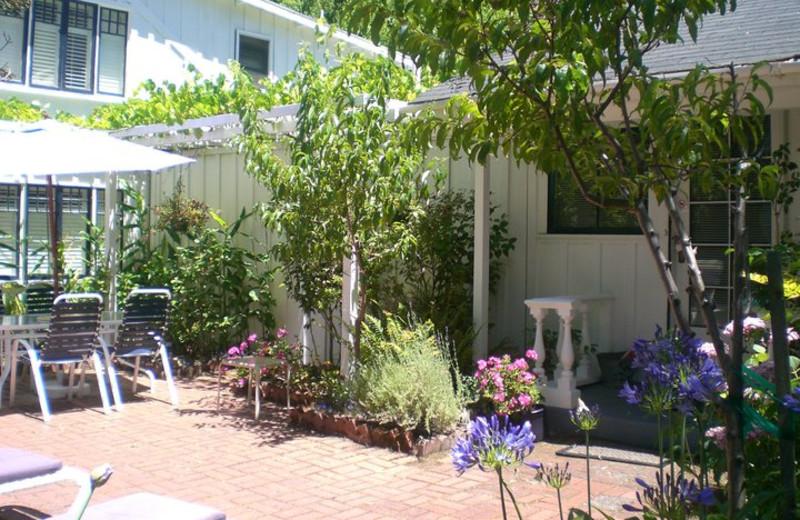 Exterior view of A Victorian Garden Inn.