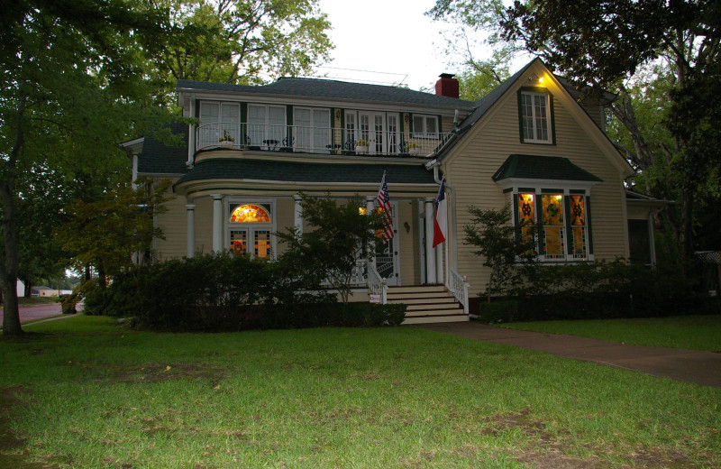 Exterior view of Historic Woldert-Spence Manor.