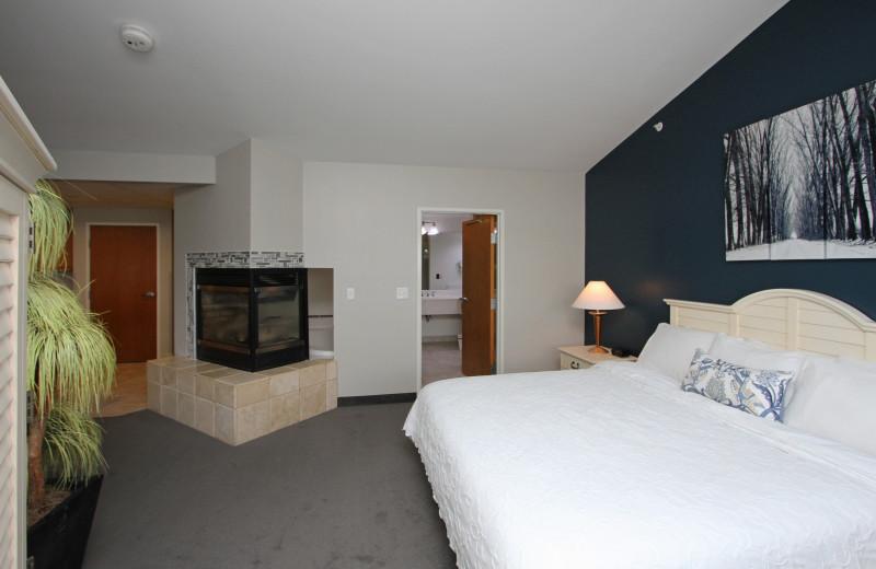 Guest room at Bay Pointe Inn Lakefront Resort.