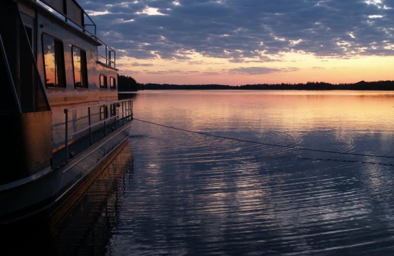 Sailing on the lake at Rainy Lake Houseboats.