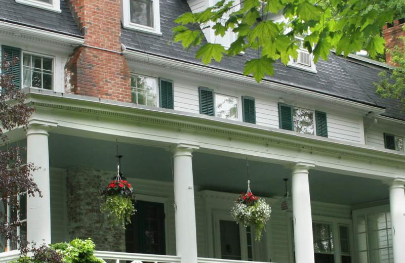Exterior view of Birchwood Inn.