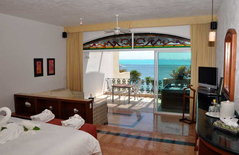 Guest room at Hotel Villa Rolandi.