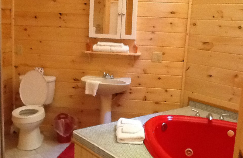 Cabin bathroom at Country Road Cabins.