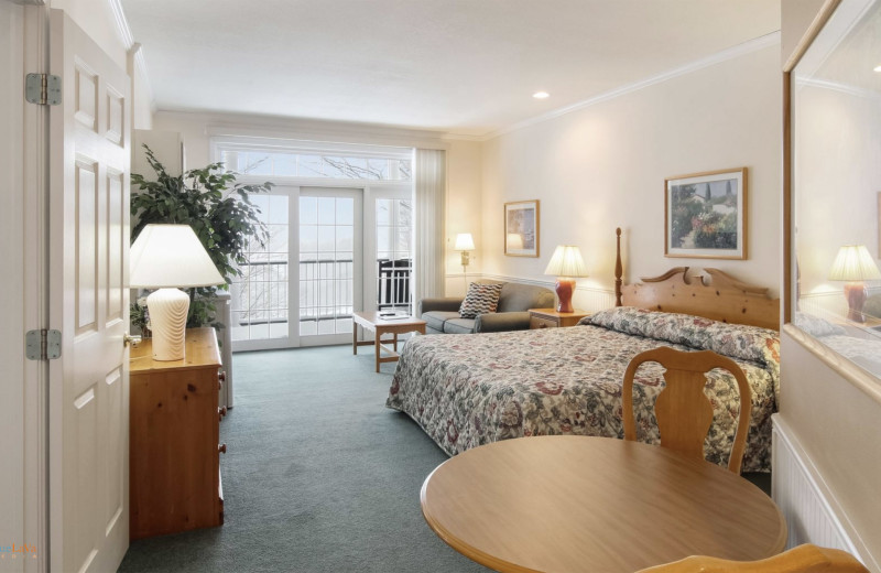 Guest bedroom at Hawk's Eye Golf Resort.