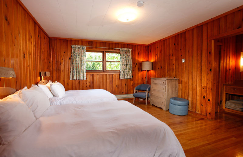 Guest bedroom at Killarney Mountain Lodge.