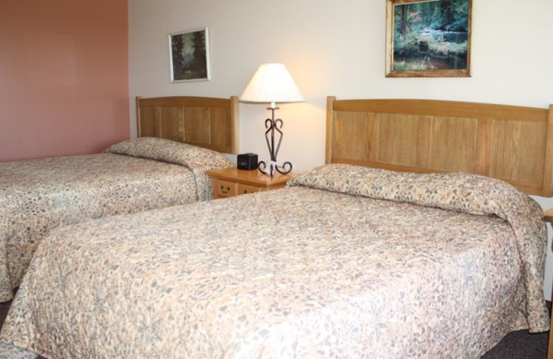 2 bed guest room at Outback Roadhouse Inn.