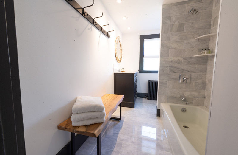 Guest bathroom at Addison Choate.