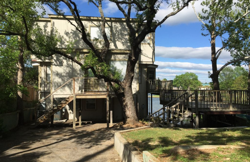 Exterior view of Treehouse Hideaway on Lake LBJ.