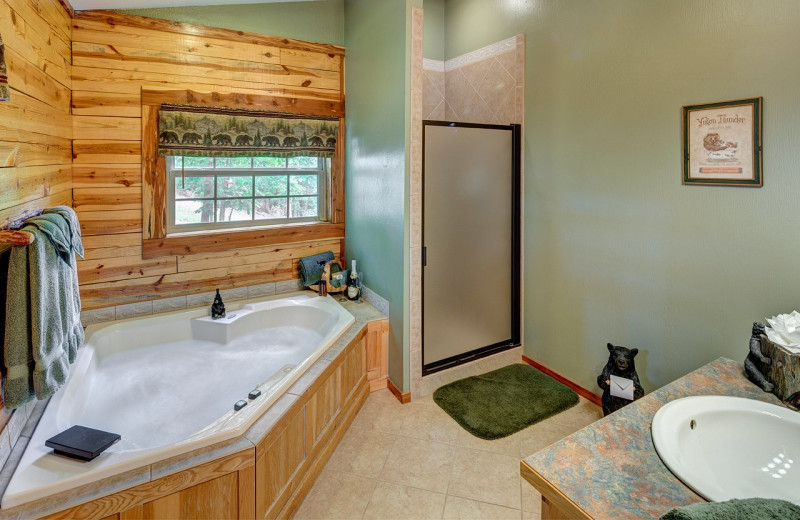 Cabin bathroom at Lake Forest Luxury Log Cabins.