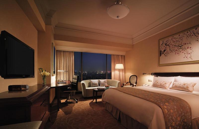 Guest room at Shangri-La Hotel-Wuhan.