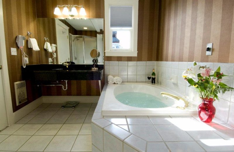 Guest bathroom at Capitol Plaza Hotel & Conference Center.