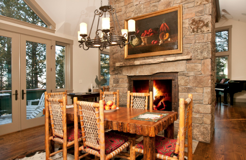 Vacation rental dining room at Cabin and Company.