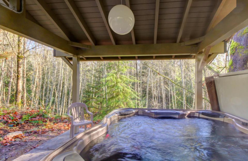 Hot tub at Olympic Foothills Lodge.